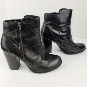 b.o.c sz 9 black leather ankle bootie side zip